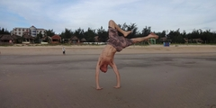 leaning_handstand